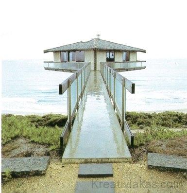 Ez a magányos, parti ház egy móló végére épült az Indiai-óceán fölé, Ausztrália nyugati partjainál.