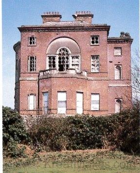 A hajdan fényűző, majd szomorú pusztulásra ítélt házban önálló lakásokat alakítottak ki.