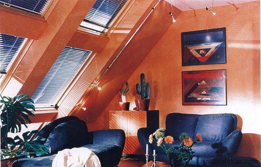 Hangulatos szobabelső: nagy felületű tetőablakok reluxával