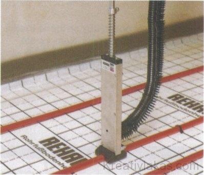 72. ábra. REHAU gyártmányú szerelőbot
