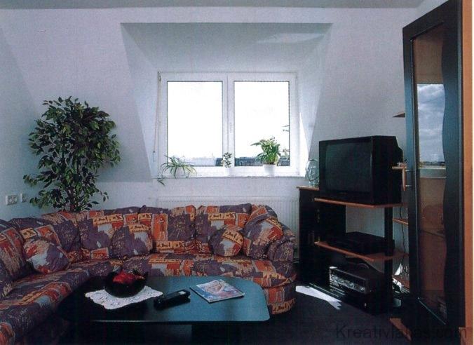 Tetőfelépítményes ablakkal kialakított ablakfülkénél több a hely és a fény