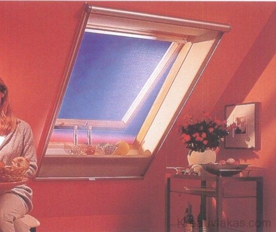 A hálós napellenző díszít, véd a napsütéstől és a kíváncsi tekintetektől