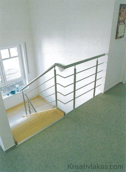 Egyenes kétkarú lépcső pihenővel 1.