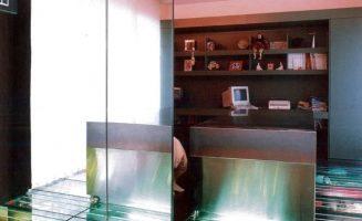 A tükrök, üvegpadló és padló alatti világítás
