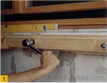 Külső ablakpárkányokat cementhabarcsból nagyon olcsón magunk is készíthetünk.