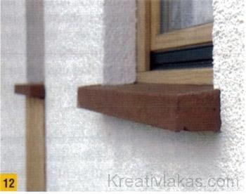 A szürke ablakpárkányt a vakolás befejezése után akár be is festhetjük.