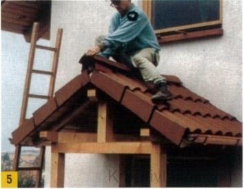 A tetőfelületet alulról lambériával burkoljuk